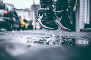 sneakers matchen met je outfit